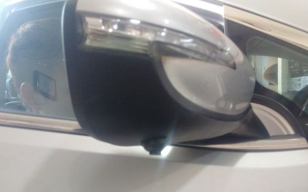 hoàn thành lắp đặt cmera quan sát trên gương phụ xe