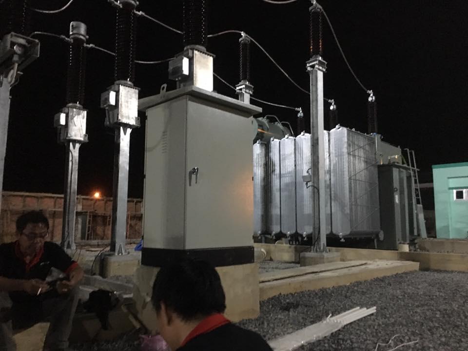 kỹ thuật camera quan sát đang thi công tại trạm biến áp hà thành