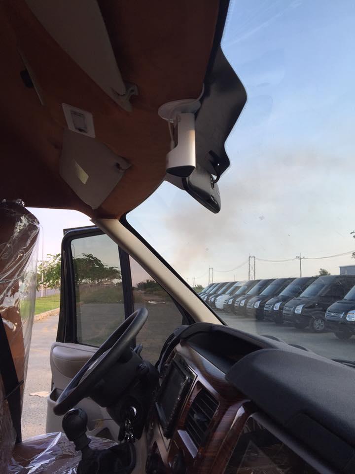 lắp đặt camera quan sát trên xe transit limousine
