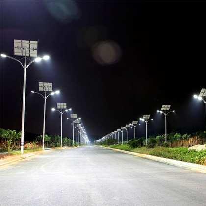 cấu tạo nên chiếc đèn năng lượng mặt trời thì có các thành phần chính sau: Tấm pin năng lượng mặt trời, đèn led, pin dự trữ, thân đèn