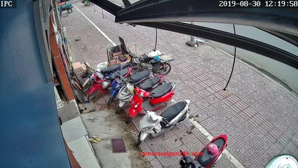 lắp đặt camera kbvision báo động chống trộm trước cổng nhà