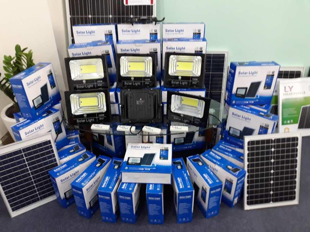 Chính Hãng Bán Đèn Led Pha Năng Lượng Mặt Trời Siêu Sáng - Bh 5 Năm - Mua 1 Tặng 1. Chất Lượng -Bền -Đẹp -Miễn Phí Tiền Điện -Bao Xài - Mua 1 Tặng 1Các thành phần cấu tạo và nguyên lý hoạt động của đèn tích điện năng lượng mặt trời: 1 chiếc đèn LED NLMT
