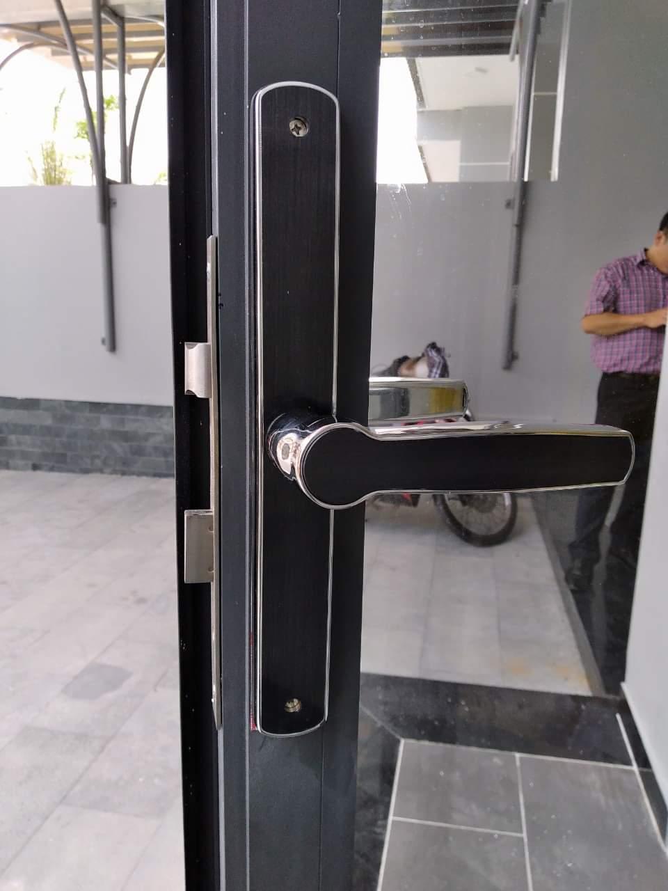 Chúng ta có thể xem thêm bài viết lắp khóa từ cho cửa kính văn phòng tại website của SHG Vietnam. Tùy vào mỗi loại cửa cụ thể mà chúng ta có thể lựa chọn một Chuyên lắp khóa cổng vân tay - Giá rẻ - Bảo hành tận nơi lắp đặt khóa vân tay toàn quốc. Bảo hành 24 tháng. Giá tốt nhất. Lắp đặt khóa thông minh các thương hiệu Himedia